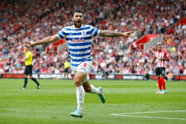 SOUTHAMPTON, ENGLAND - SEPTEMBER 27: Charlie Austin of QPR celebrates scoring their first goal during the Barclays Premier League match between Southampton and Queens Park Rangers at St Mary's Stadium on September 27, 2014 in Southampton, England.  (Photo by Julian Finney/Getty Images)